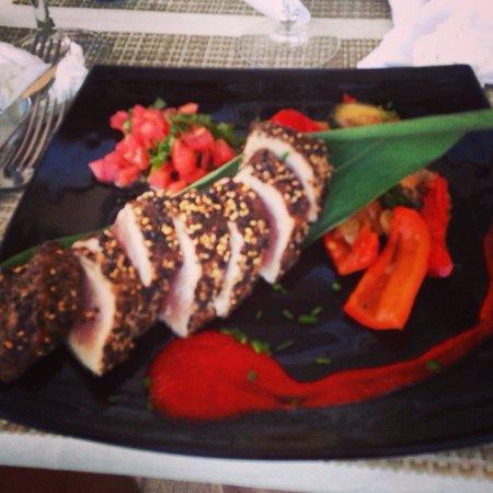 Pipper's Restaurant & Sushi Bar: Black pepper crusted Tuna. Very good