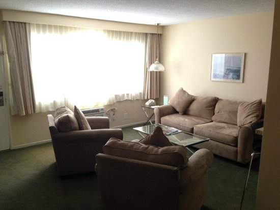 Hollywood Orchid Suites : Suite living area