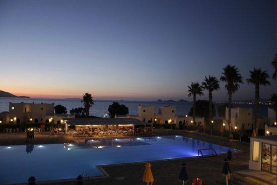 The Aeolos Beach Hotel: Тихая тусовка у ночного бара