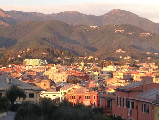 Grand Hotel Dei Castelli: View of Sestri Levante.