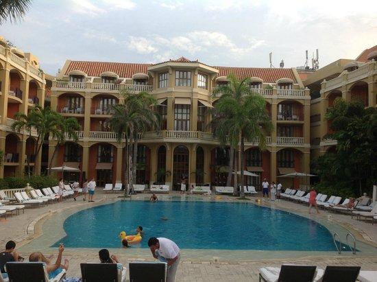 Sofitel Legend Santa Clara: Vista da piscina