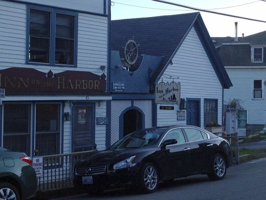 Inn on the Harbor : Street entrance to hotel