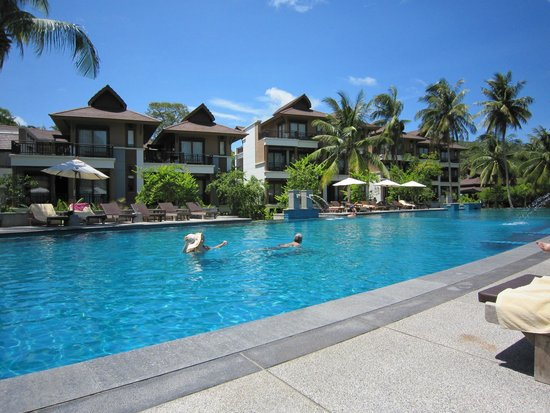 Maehaad Bay Resort: View from pool onto Family-rooms