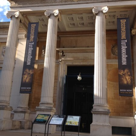 Ashmolean Museum of Art and Archaeology: B