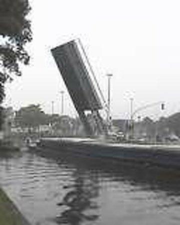 Gentpoort: Pont levant à Sint-Leonardusbrug Bruges