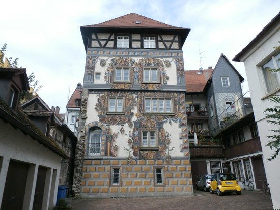 Niederburg: Painted building on one of the streets