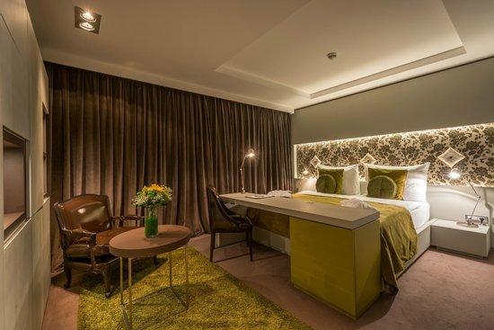 Hotel UNIC Prague: Deluxe Room