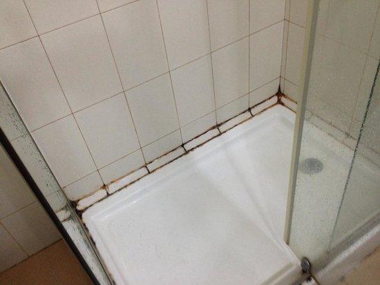 Summit Residency: Baño de mi habitacion