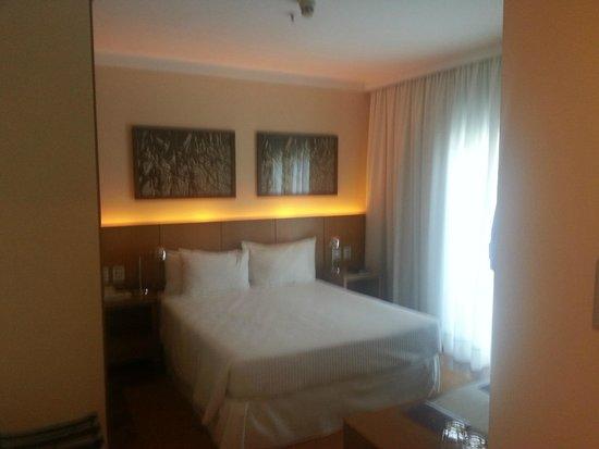 Grande Hotel Campos do Jordao: Quarto com cama Box