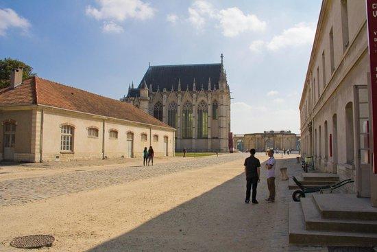 Château de Vincennes : Inner courtyard and Sainte Chapelle