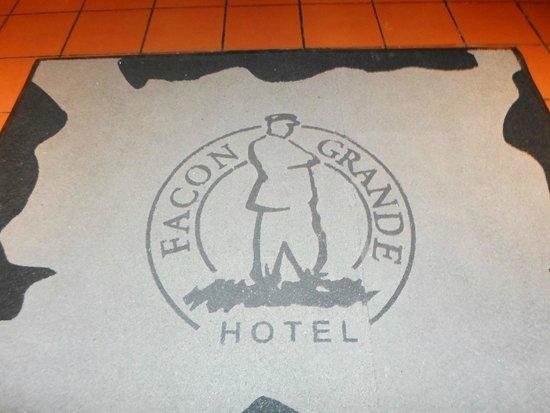 Hotel Facon Grande: Entrada principal