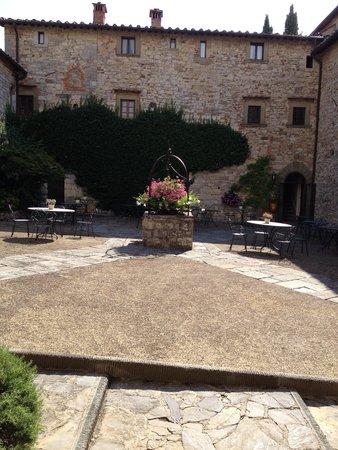 Castello di Spaltenna Exclusive Tuscan Resort & Spa: dziedziniec
