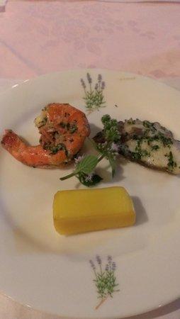 Pension Tefutefu: 前菜。特にチーズの燻製、タコのハーブマリネが美味しい