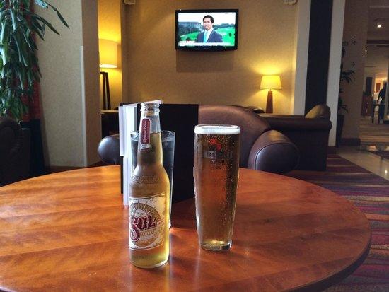 Hilton Blackpool Hotel : Pre dinner drinks in the bar area