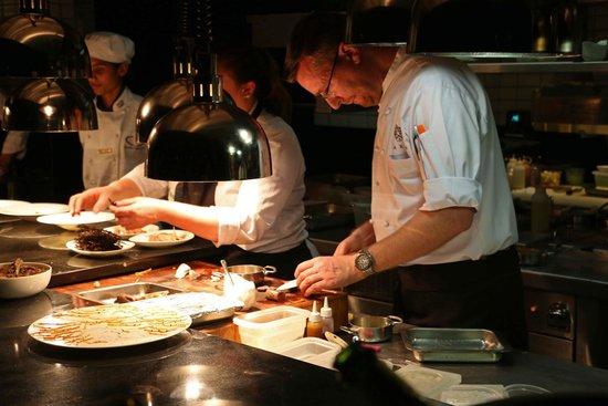 Five Hundred: Open kitchen