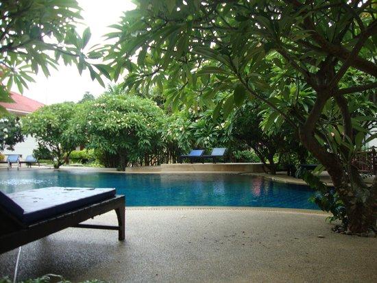 Buri Beach Resort: Swimmingpool nr 1