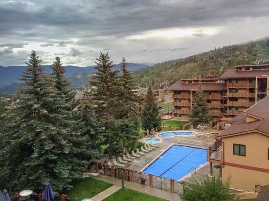 Stonebridge Inn, A Destination Hotel: view from room down the mountain