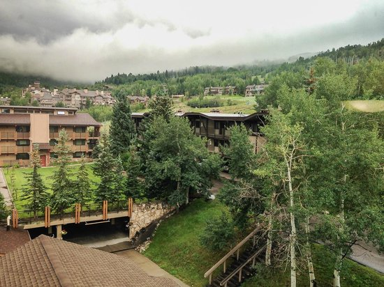 Stonebridge Inn, A Destination Hotel: view up the mountain