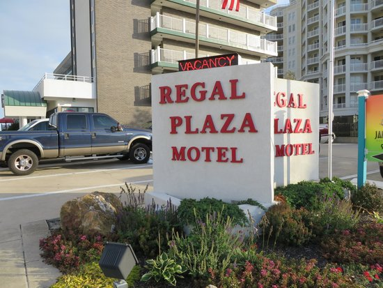 Regal Plaza Beach Resort: sign said this is Motel not Resort