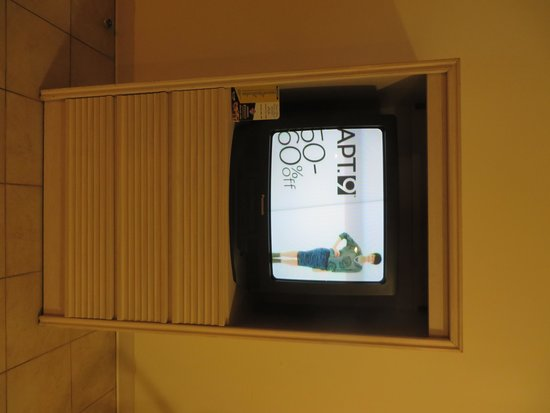 Regal Plaza Beach Resort: Old TV with VCR
