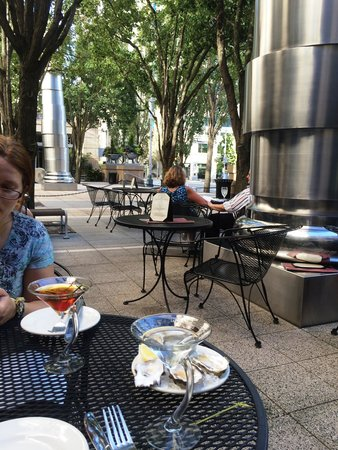 The Brooklyn Seafood Steak & Oyster House : courtyard