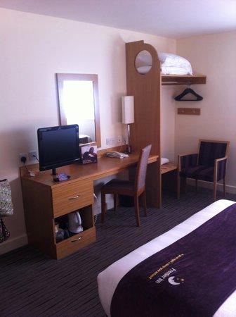 Premier Inn Manchester Airport (M56/J6) Runger Lane South: The Bedroom 2