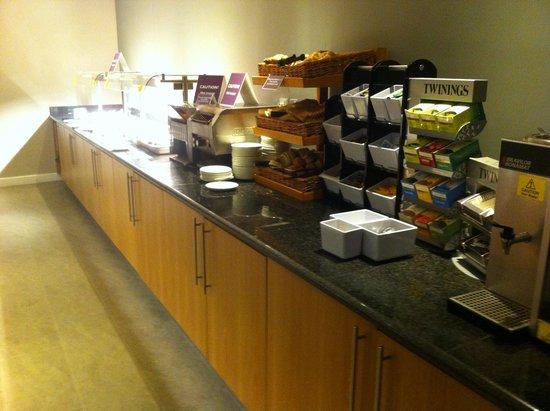 Premier Inn Manchester Airport (M56/J6) Runger Lane South: Breakfast buffet 1