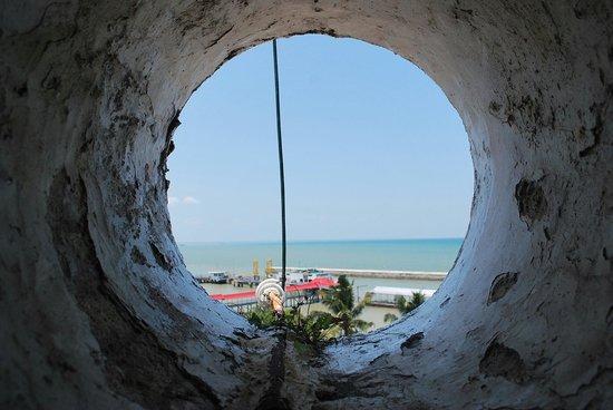 Muntok Lighthouse : Ngintip ....