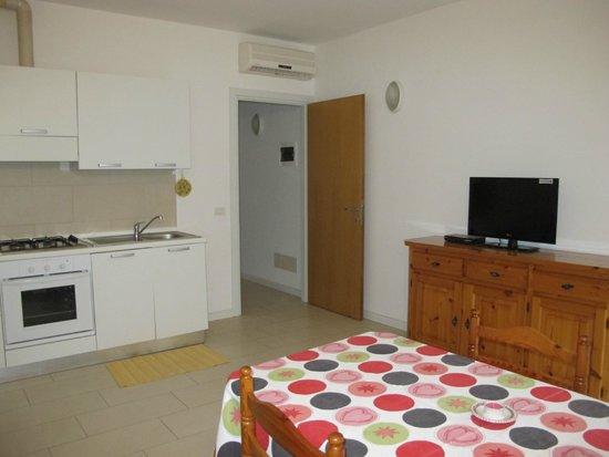 soggiorno, cucina - Bild von Villa Flora, Grado - TripAdvisor