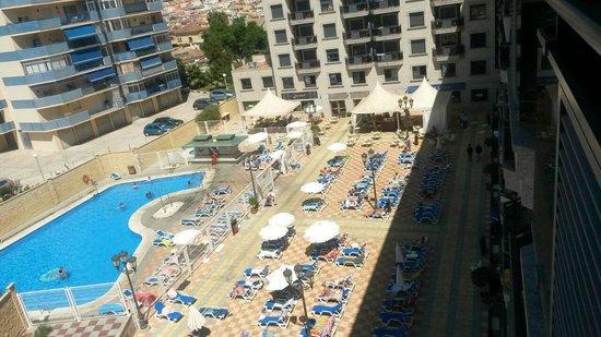 Apartamentos NuriaSol: Piscina