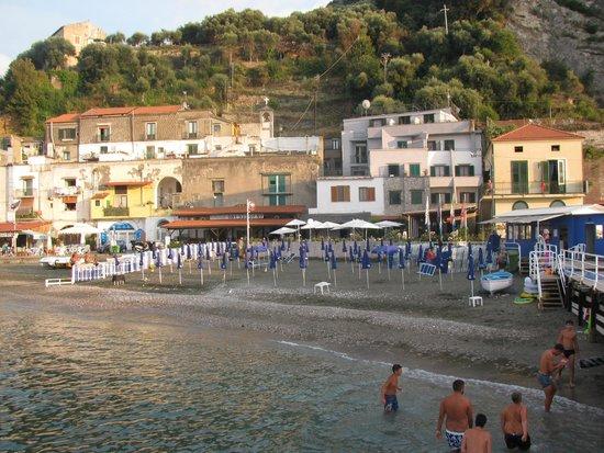 Baia di Puolo : albergo e spiaggia
