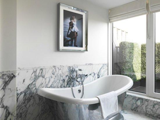 The Wellesley Knightsbridge, a Luxury Collection Hotel, London: The-Wellesley-Bathroom