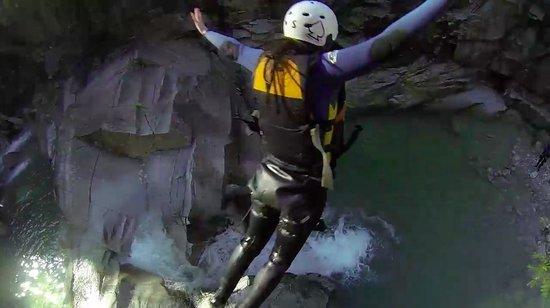 Outdoor Interlaken - Day Tours: 30 foot jump