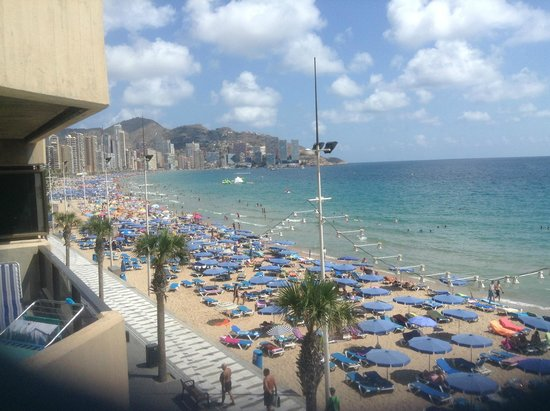 Hotel Bilbaino : The Levante Beach from our balcony