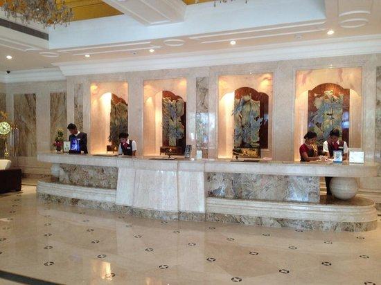 The Accord Metropolitan: Foyer
