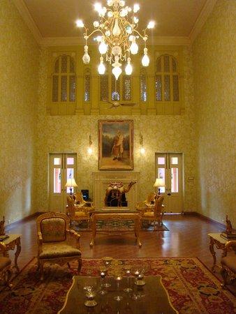 Hotel Gaj Kesri: Yellow Drawing Room