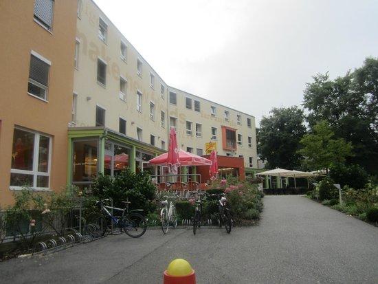 JUFA Hotel Salzburg City: Hotel aussen