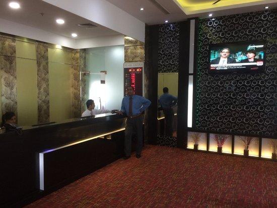 Pearl Grand Hotel : Reception