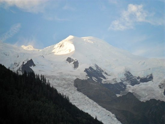 Hotel la Vallee Blanche: Mont blanc view at 08.00 am