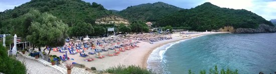 Hotel Mikros Paradisos: Beach next to Hotel