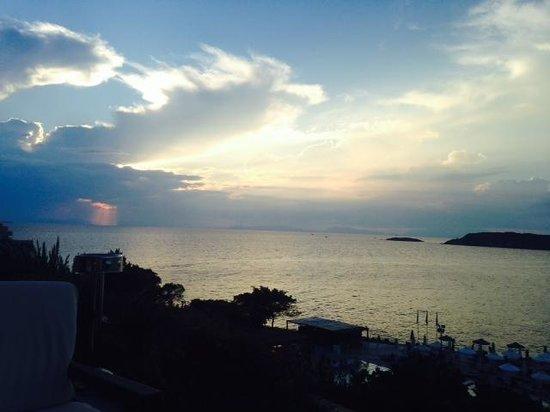 The Westin Athens Astir Palace Beach Resort: Sofa Bar View