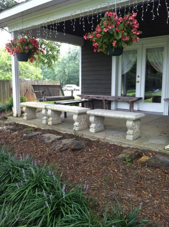 Inn at Celebrity Dairy: The front porch