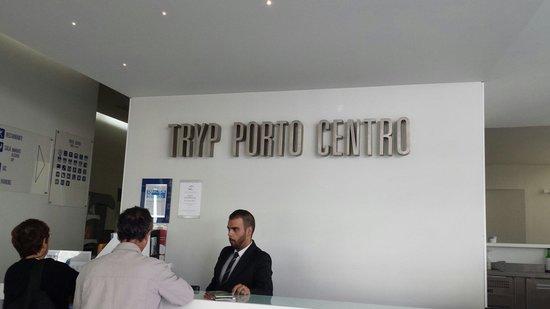 Tryp Porto Centro Hotel: Hotel main reception