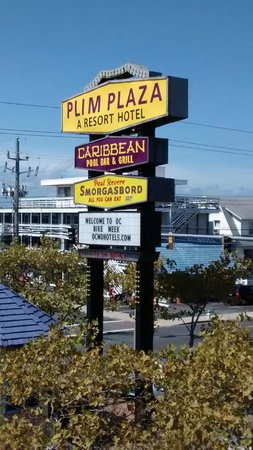 Plim Plaza Hotel: Plim Plaza signage from the pool dock
