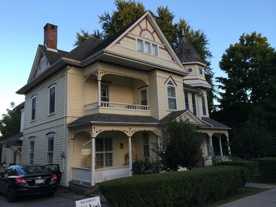 The Edwardian House Bed and Breakfast: Front View
