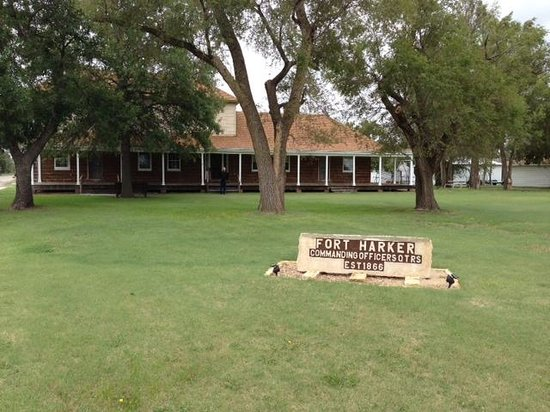 Kanopolis, KS: Officers Quarters