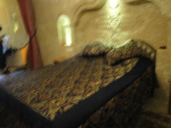 Dedeli Konak Cave Hotel: Comfy bed after a day of hiking