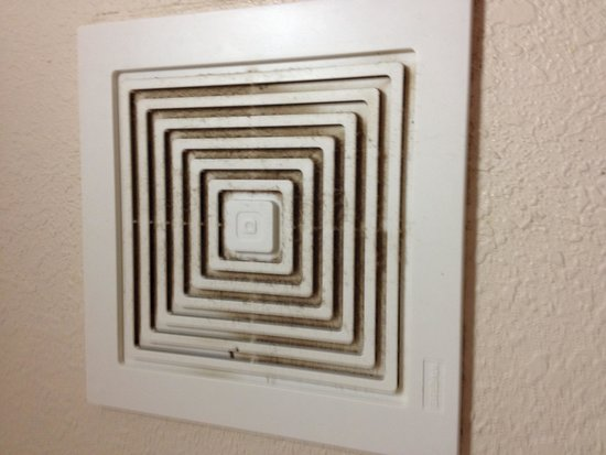 Red Roof Inn Hickory: Exhaust fan in bathroom