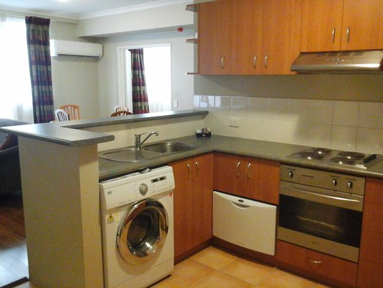 Mont Clare Boutique Apartments: Kitchen which was well equipped
