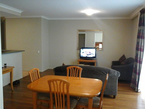 Mont Clare Boutique Apartments: Main living area. Plenty of room